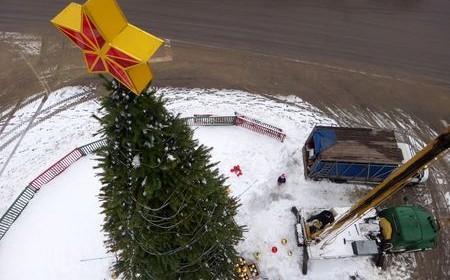 Тамбов освобождается от новогодней мишуры. Фото Vtambove.ru