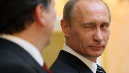 Путин подписал закон, который разрешает чиновникам работать на госслужбе до 70 лет