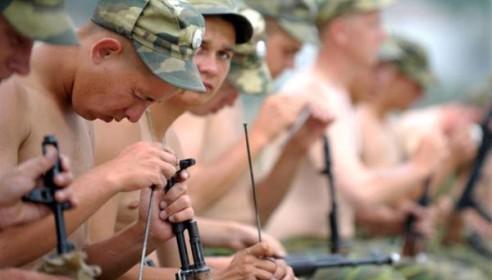 Солдаты по-прежнему будут служить всего один год