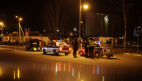 Авария на Карла Маркса 13.02.2013. Фото Дмитрий Кот.