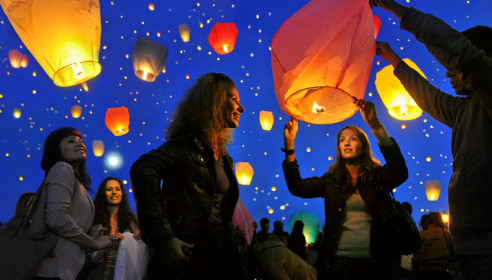 Запуск небесных фонариков 8 марта в Тамбове