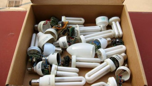 Отработанные энергосберегающие лампочки