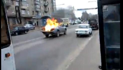 На бульваре Энтузиастов горел автомобиль пикап 23 апреля 2013 года, Тамбов