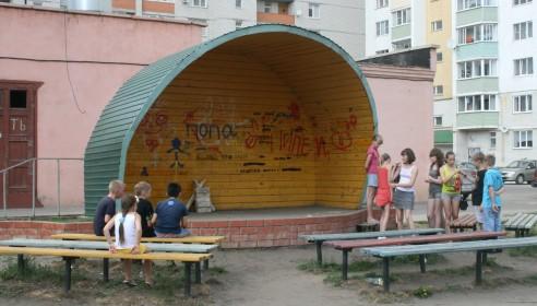 Дворовая сцена на Ореховой, 1,3 в Тамбове