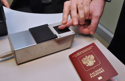 Отпечатки пальцев в загранпаспортах будут обязательными с 2015 года