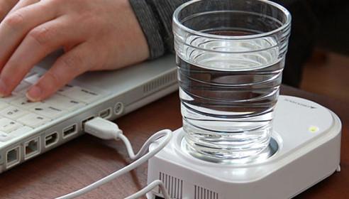 Пить воду перед компом вредно