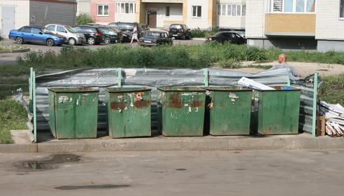 Мусорные контейнеры со двора Ореховой, 7 уберут