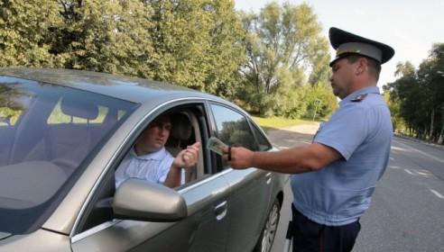 Инспекторы ГИБДД не будут изымать права у нарушителей с 1 сентября