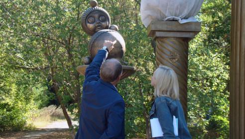 Памятник неваляшке в Котовске