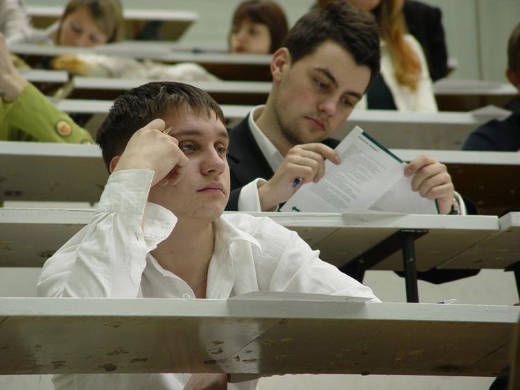"""Студентов заставят подтверждать свое право учиться на """"бюджете"""""""