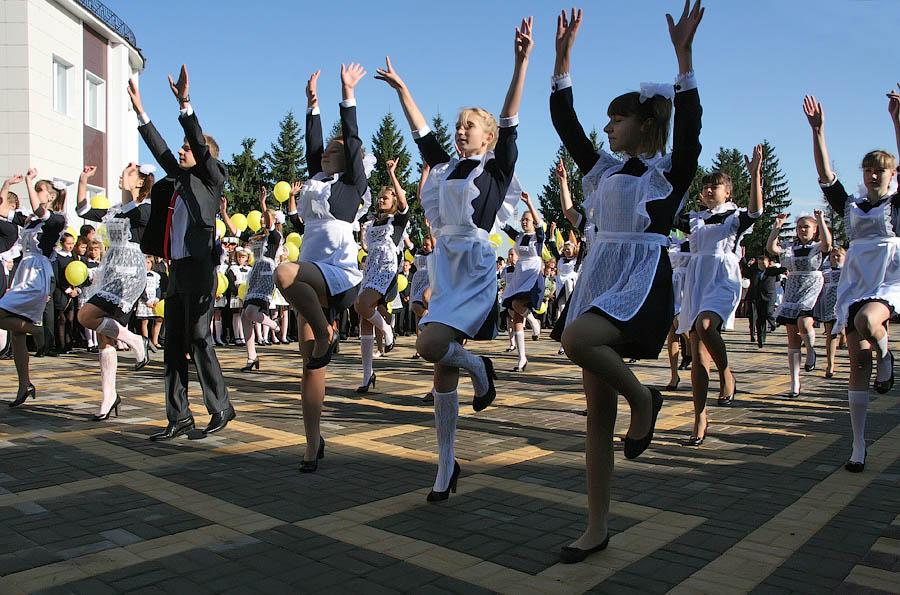 Танец учеников