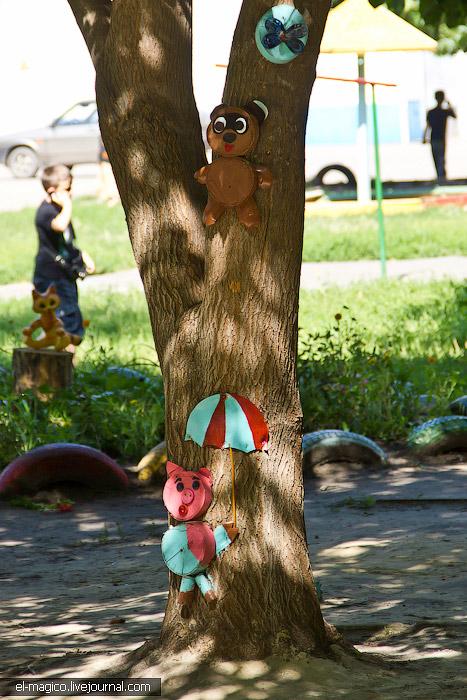 Пух и Пятачок на дереве