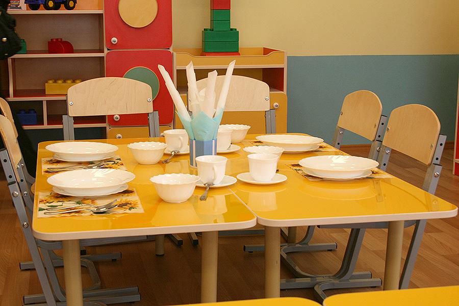 Детские столики и посуда