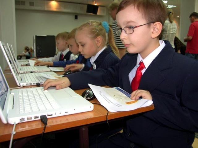 Родители в России будут следить за учебой детей в интернете