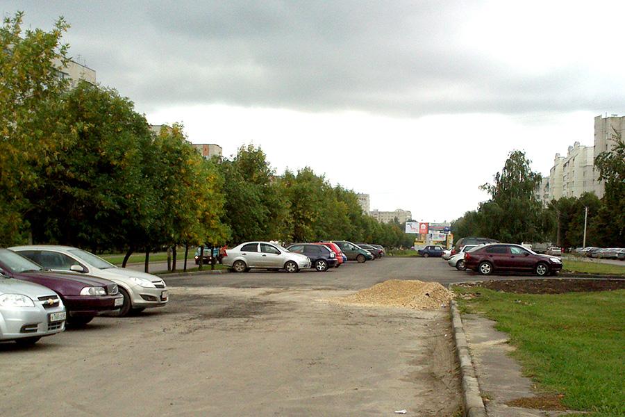Новая парковка на улице Рылеева
