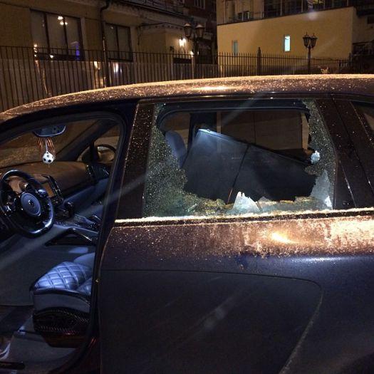 Неизвестные разбили битой машину Юрия Жиркова Фото: Instagram