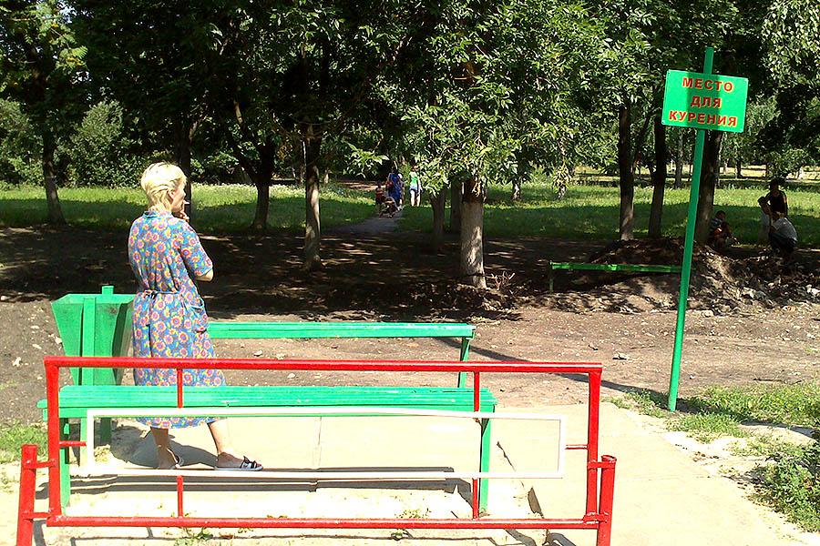 Места для курения. Детская областная больница на Рылеева - двор.