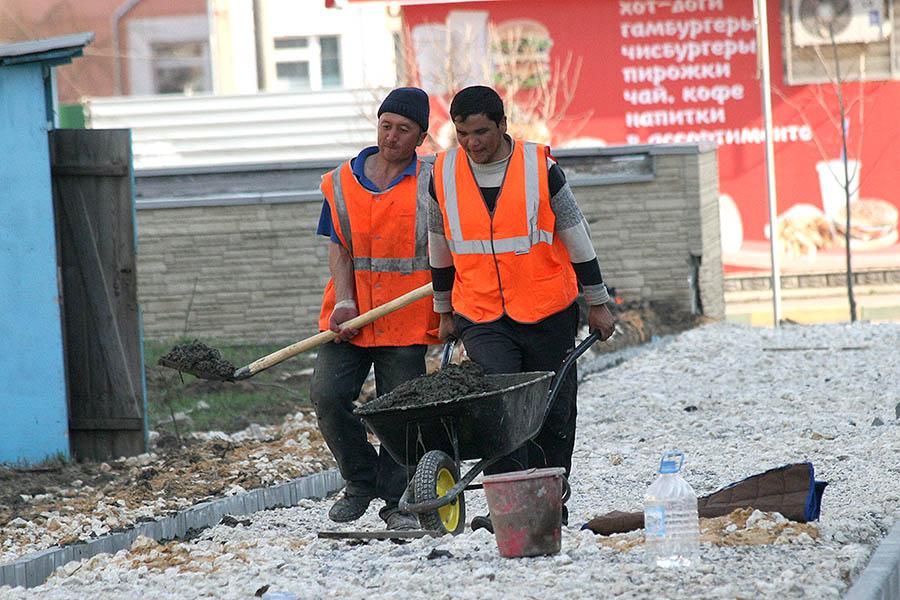 Мигранты в Тамбове на строительстве дорог и тротуаров