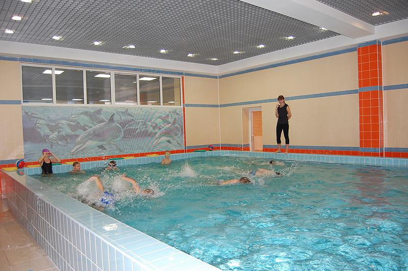 """В бассейне """"Дельфин"""" начали действовать платные услуги. Фото top68.ru"""