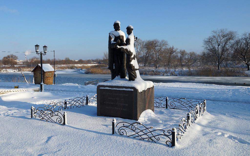 Памятник Петру и Февроньи Муромским