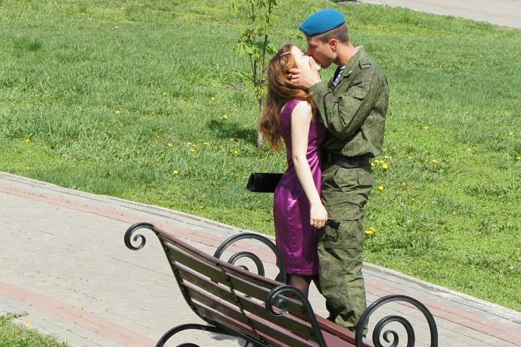 Влюбленные в Тамбове на Набережной. Фото В. Якимова.