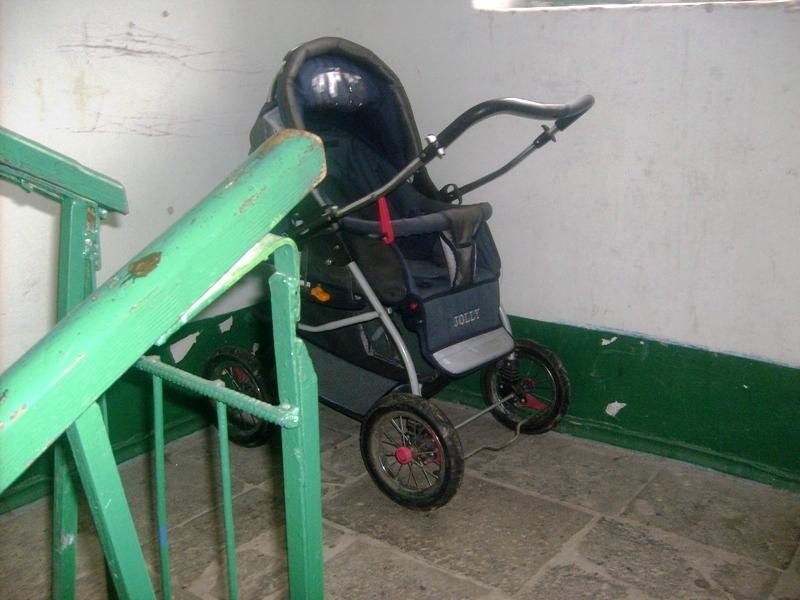 Кража коляски из подъезда
