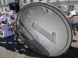 В Крыму началось официальное обращение рубля