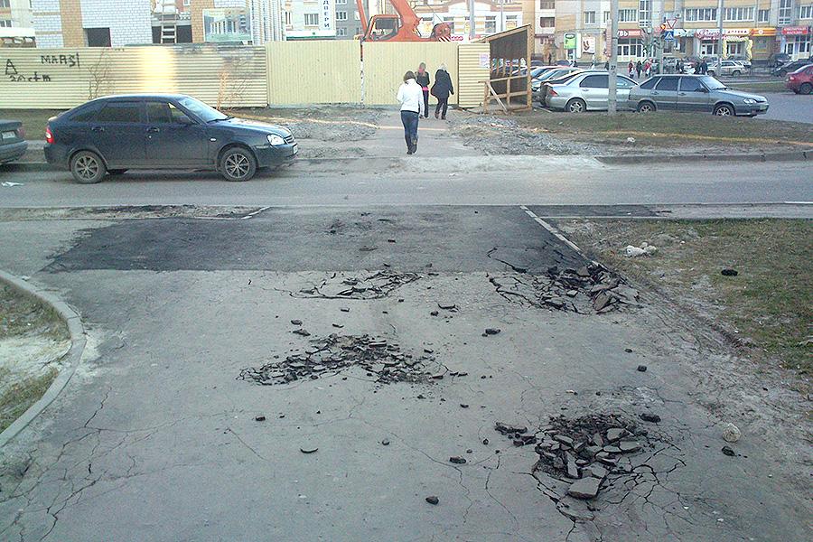 Разбитые тротуары на Ореховой
