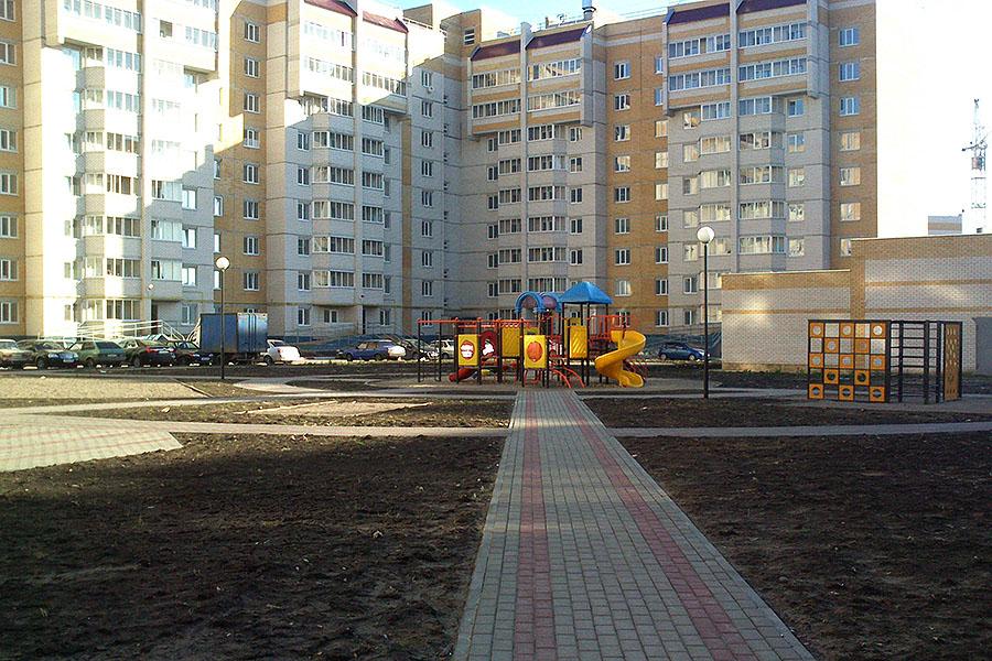 Дворовая территория, детская площадка в Уютном