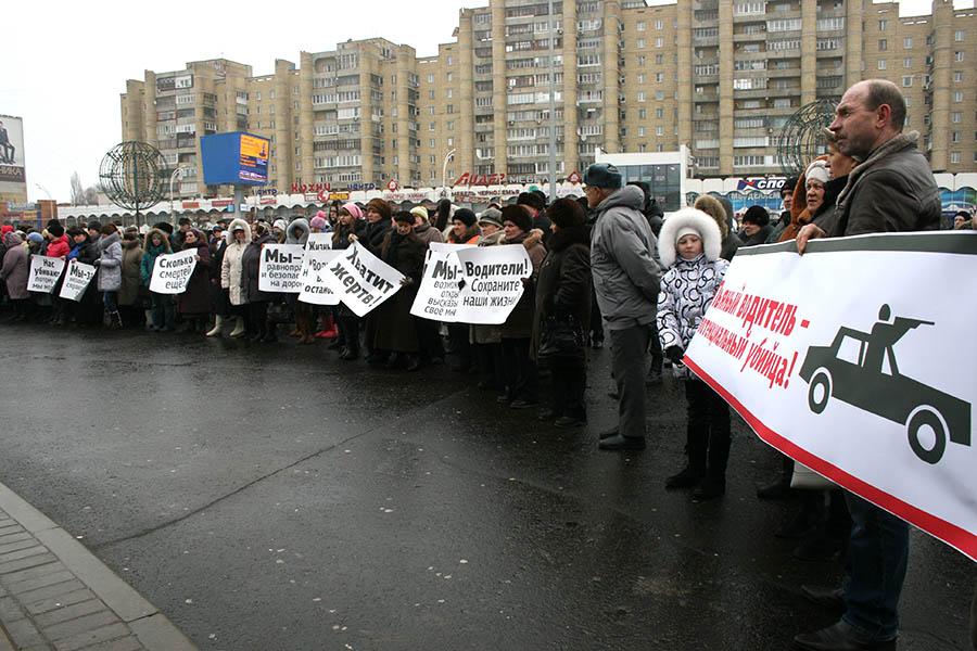 Митинг в память о ребятах, погибших в Крещенской аварии в Тамбове