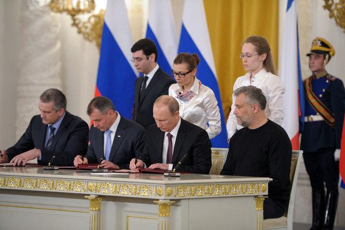 Президент РФ Владимир Путин в Кремле во время церемонии подписания договора между Российской Федерацией и Республикой Крым о принятии в Российскую Федерацию.