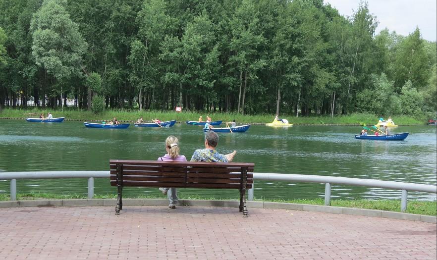 Парк с прудом