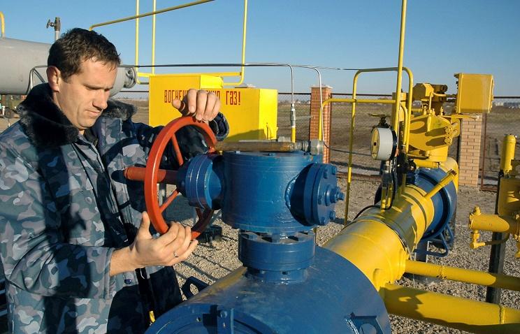 """Медведев поручил """"Газпрому"""" перейти на авансовую форму платежей за газ с Киевом"""