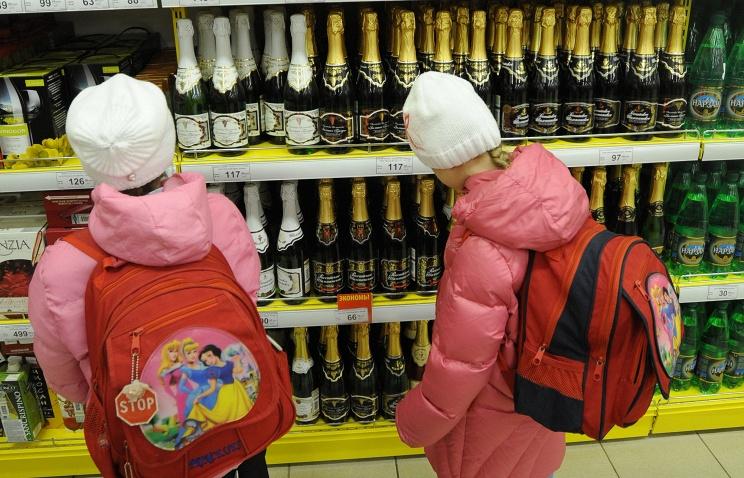 Дети в отделе алкоголя