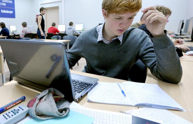 Ученик за компьютером