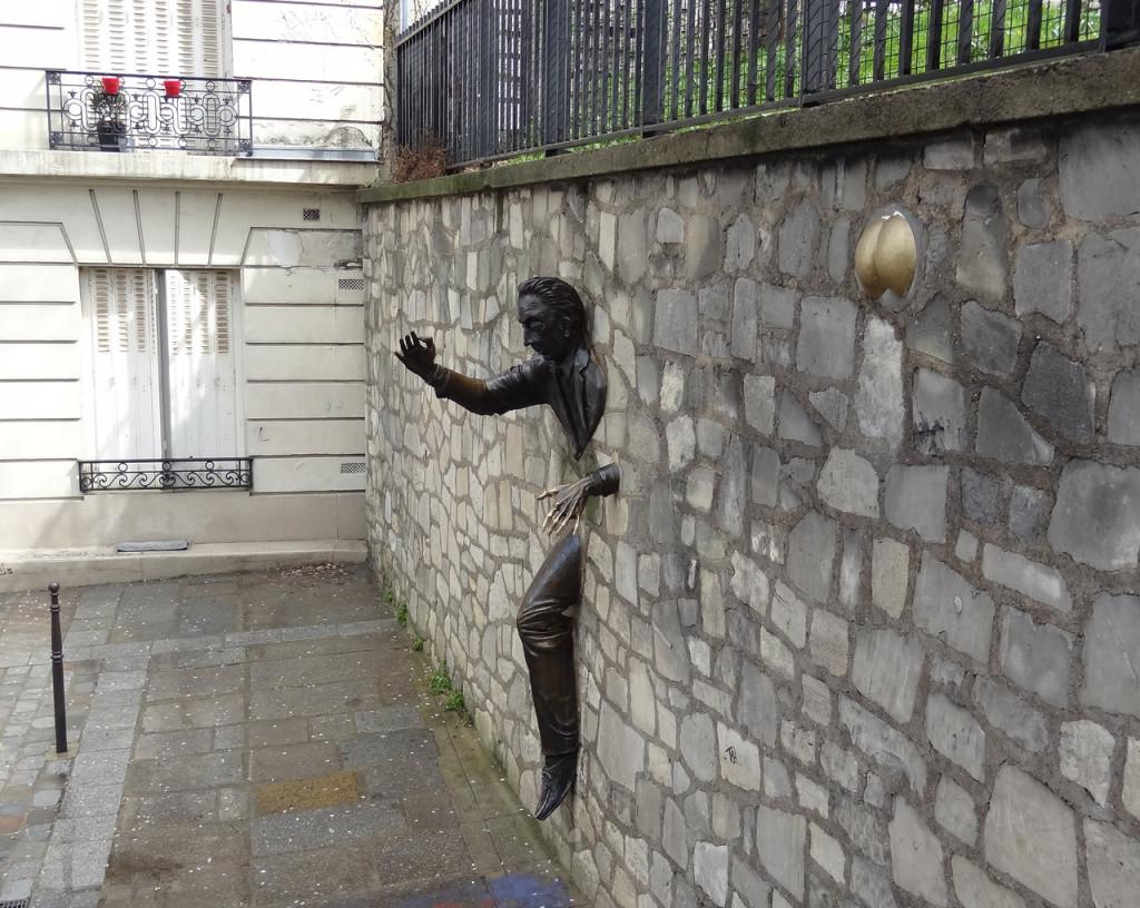 Человек, идущий сквозь стену. Фото otzyv.ru