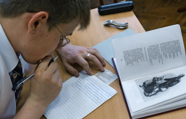 Экзамен в школе, сочинение. Фото ИТАР-ТАСС