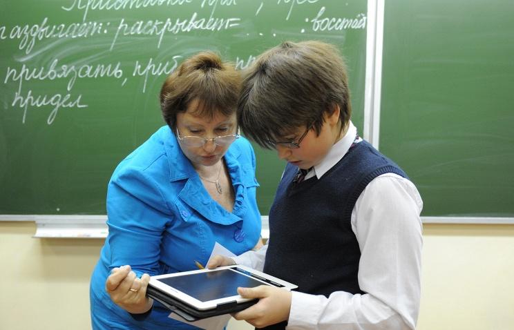 Учитель в школе