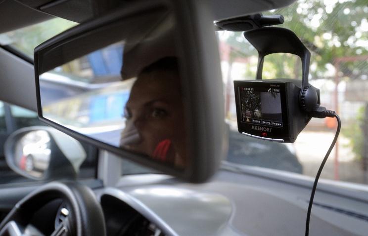 Видеорегистратор в машине. Фото ИТАР-ТАСС