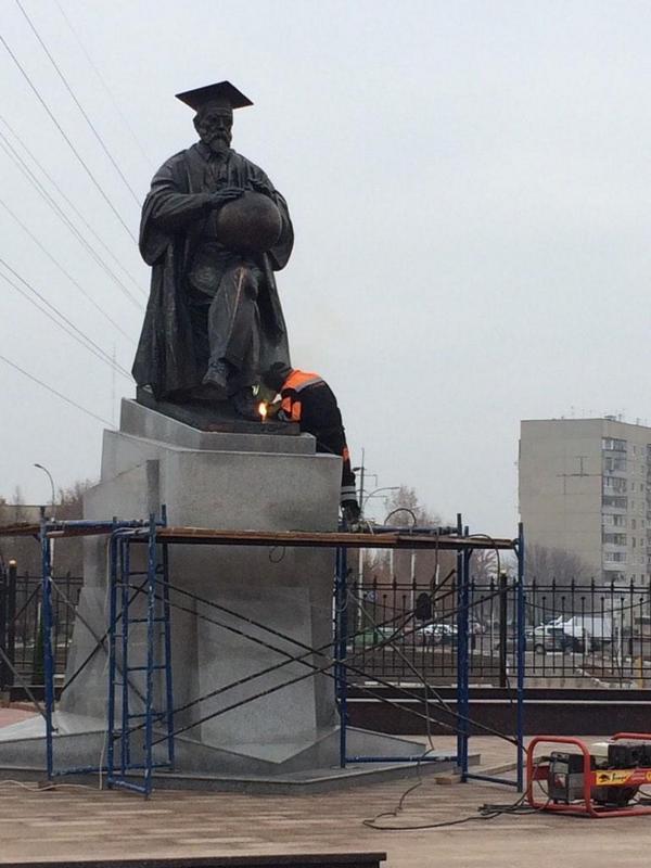 Памятник Вернадскому
