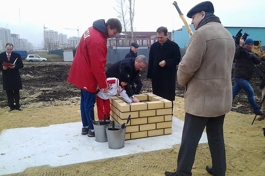 Александр Бобров и Злата Ходаева на церемонии закладки капсулы. Фото Анны Ходаевой.