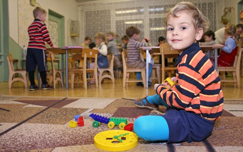 Малыш в детском саду. Фотобанк Лори