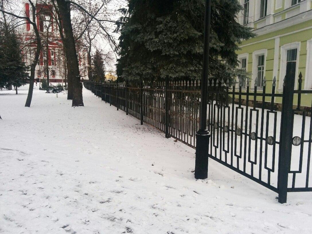 Забор у Казанского монастыря