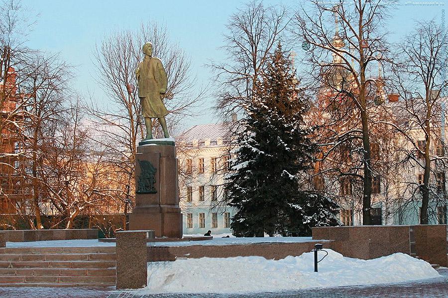 Памятник Зое в Тамбове