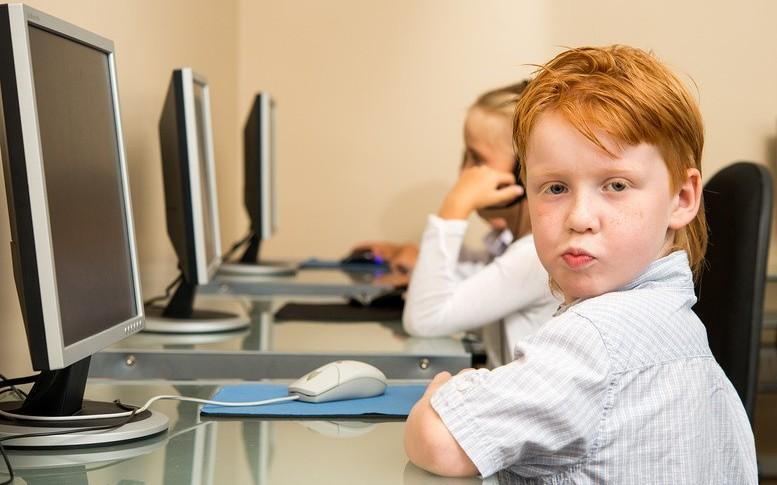 Дети и интернет. Фотобанк Лори