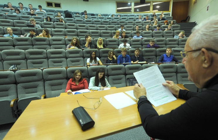 Студенты в вузе, лекция