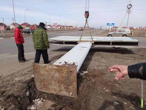 На Мичуринской упал рекламный щит. Фото ВТамбове.