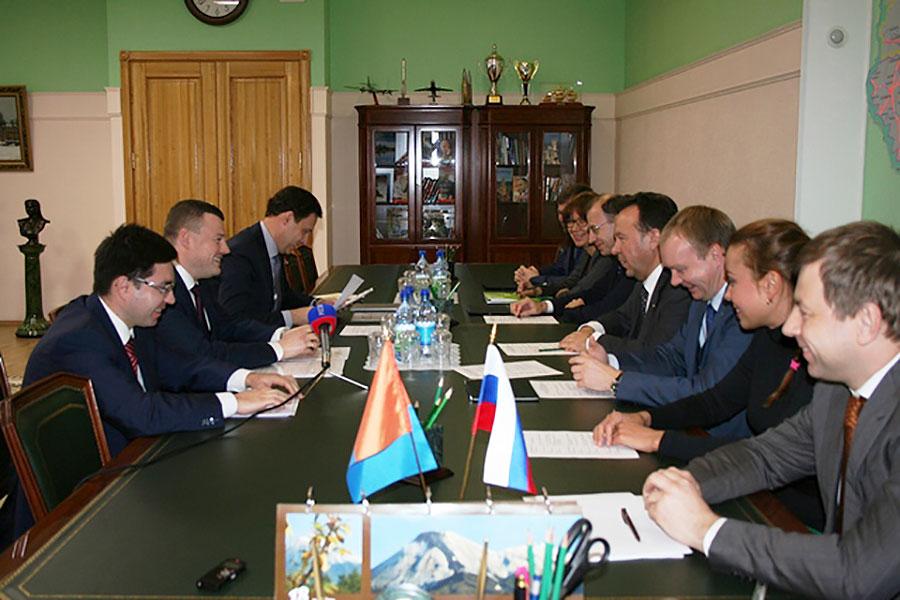 Председатель Центрально-Черноземного банка ПАО Сбербанк Владимир Салмин встретился с губернатором Тамбовской области Александром Никитиным