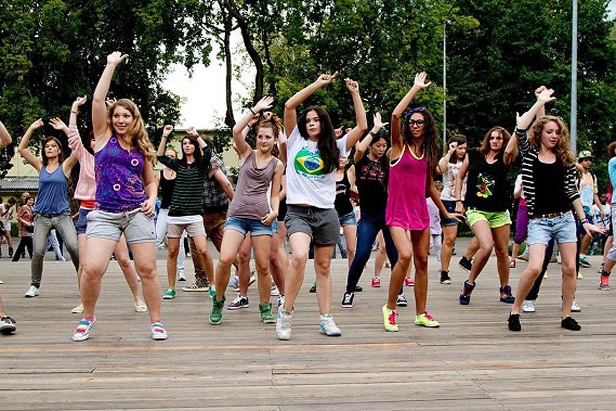 Танцы в парке