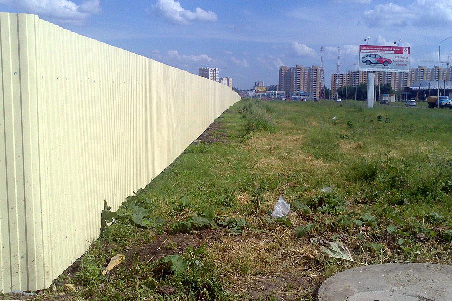 Забор для нового ЖК на Мичуринской